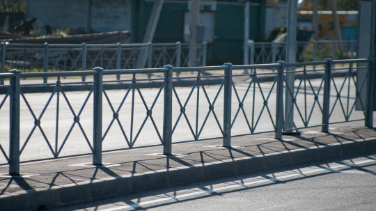 Стальные пешеходные ограждения
